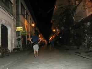 Calle Crisologo at night_2